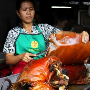 Bali Day 3: Babi Guling, Pasar Ubud, Pura Taman Ayun, Kopi Luwak, Pura Ulun Danu, Tanah Lot & Smoked Duck at Bebek Bengil